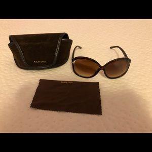 Accessories - Women sunglasses.